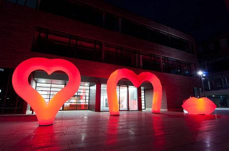 HEART, Höhe 3,15m / GATE D1, Höhe 3,90m / KISS, Höhe 1,60m