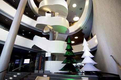 XMAS TREE, Höhe 3,40m (stehend), Breite 1,70m